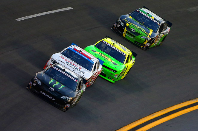 Kyle Busch won the pole with a 193.723 mph lap, while Matt Kenseth was second at 193.299.