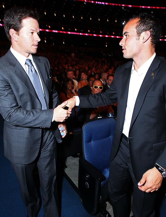 Actor Mark Wahlberg shakes hands with Donovan at the 2010 ESPY Awards.