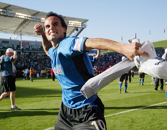Donovan played his fourth and last season with the San Jose Earthquakes in 2004. He made 87 appearances for them and scored 32 goals.