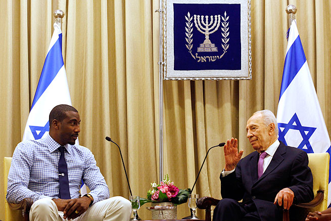 Amar'e Stoudemire met with Israeli President Shimon Peres on Wednesday in Jerusalem.