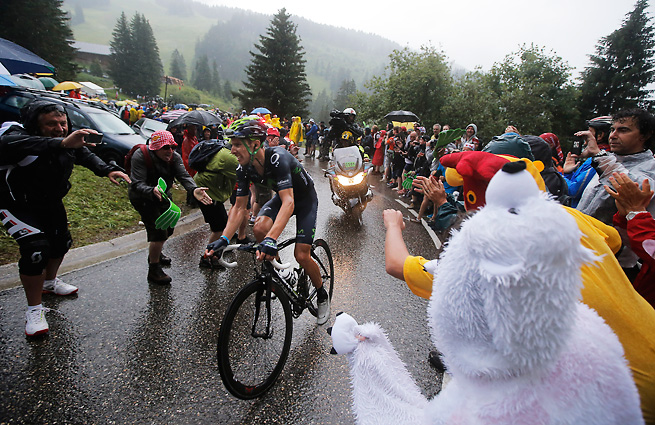 Portuguese climber Rui Costa battled the rain in the Alps to win the 19th stage of the Tour de France.
