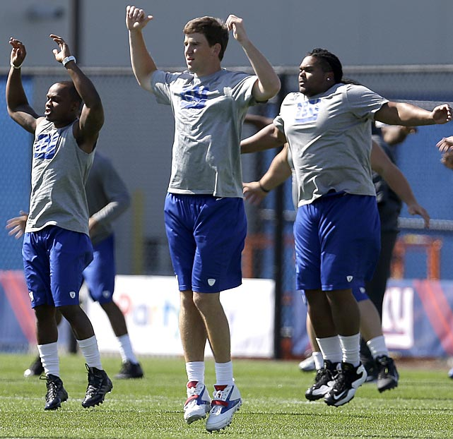 New York Giants quarterback Eli Manning runs warm up drills.