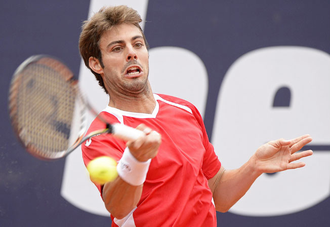 Spain's Marcel Granollers won in straight sets to reach the second round of the bet-at-home Cup.