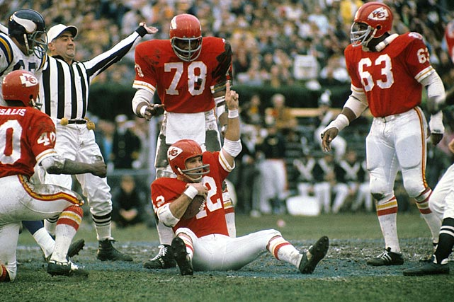 In 12 seasons with the Texans-Chiefs, Robinson intercepted 57 passes, including 10 each in 1966 and 1970. One of the defensive stars of the American Football League, he was a seven-time Pro Bowl pick and a six-time, first-team All-Pro selection. He was a Hall of Fame finalist from 1980-83 and from 1985-86. Others worthy of consideration: Cliff Harris, Donnie Shell, Jake Scott, Richie Petitbon.