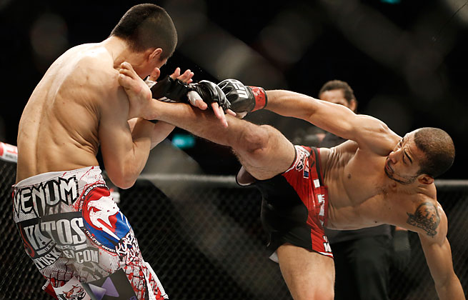 After separating his shoulder, Chan Sung Jung was defeated quickly by José Aldo in the fourth round.