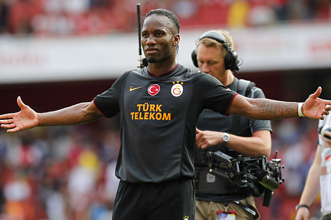 Didier Drogba scored twice in just ten minutes to give Galatasaray the victory in Arsenal's own stadium.
