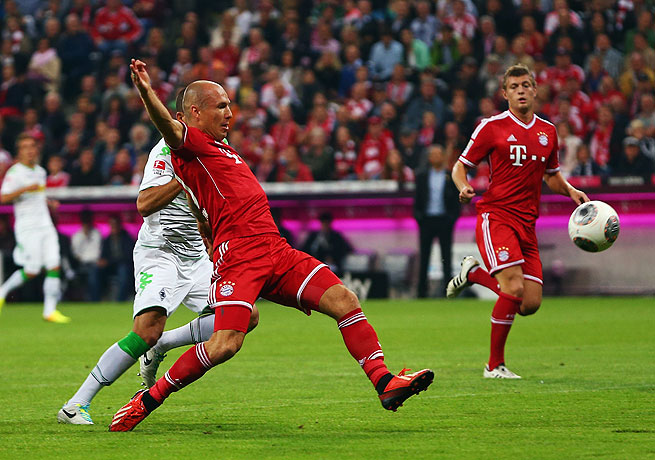 Arjen Robben (center) opened the scoring in the 12th minute for the defending Bundesliga champions.