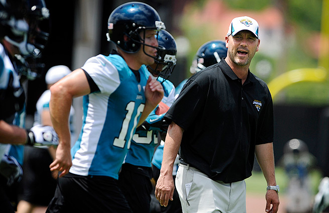 Gus Bradley (right) inherits a Jaguars team that has won seven games over the last two seasons.