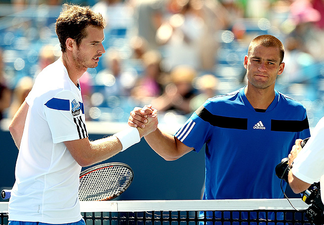 Coming off a third-round loss in Montreal, Andy Murray defeated Mikhail Youzhny 6-2, 6-3 in Cincinnati.