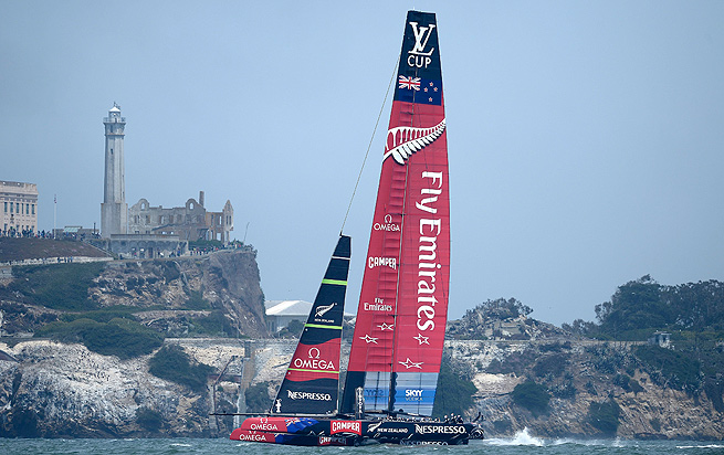 Emirates Team New Zealand benefited from a mechanical failure to Italy's Luna Rossa.