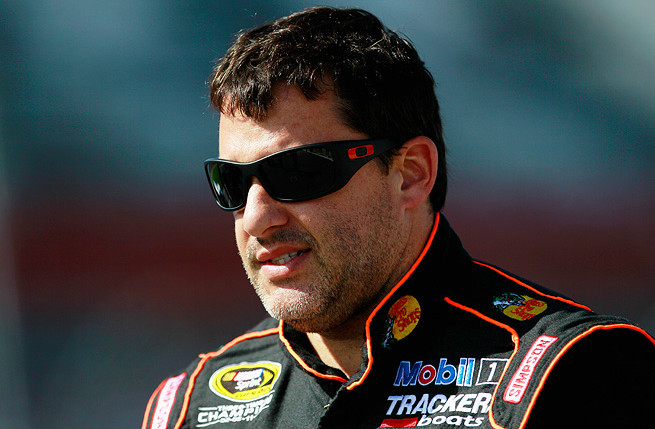 Despite his recent injury, Tony Stewart has said he plans to continue racing sprint cars in 2014.