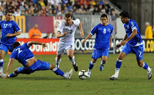 William Osael Romero (8) played in El Salvador's 2-1 loss to the U.S. in February 2010.