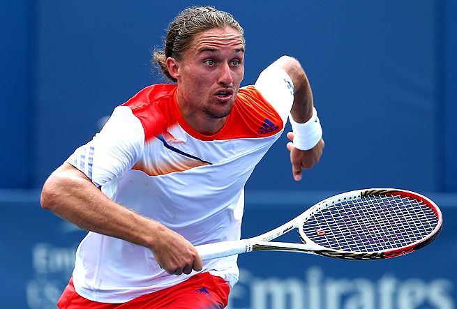 Alexandr Dolgopolov cut the knuckle on his left thumb, forcing him to take an injury timeout.
