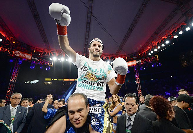 Gonzalez (55-8, 47 KOs) dropped the previously unbeaten Mares twice late in the first round.