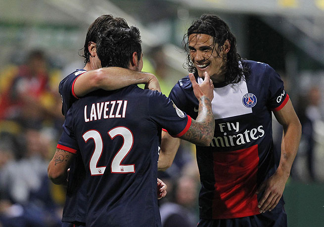 Edinson Cavani (right) and Ezequiel Lavezzi both notched goals against newly-promoted Nantes.