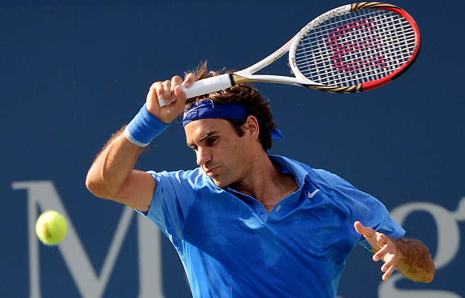 Roger Federer, the seventh seed, beat Grega Zemljia 6-3, 6-2, 7-5 in the first round of the U.S. Open.