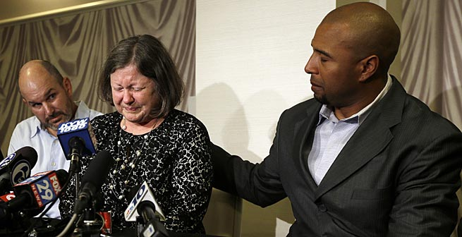 Former NFL players Dorsey Levens (right) and Kevin Turner were at an April news conference with Mary Ann Easterling, the widow of former NFL player Ray Easterling, when the concussion lawsuit was gaining steam.