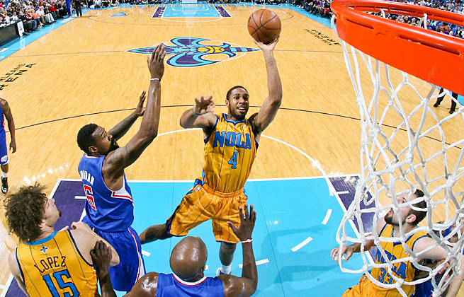 The Lakers signed Xavier Henry after the 2010 draft pick played 50 games for the Pelicans last season.