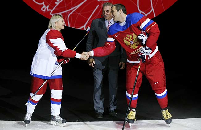 Ovi and Russian women's national team defender Alexandra Kapustina model their teams new threads.