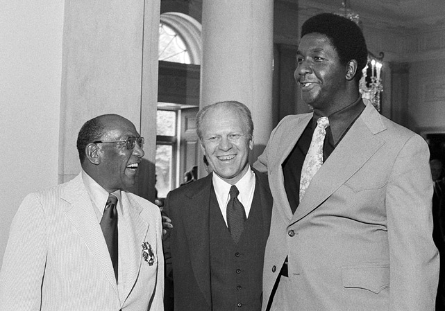 John Thompson, basketball coach at Georgetown University, towers over President Gerald Ford and Owens during a reception at the White House in Washington on Aug. 5, 1976, for members of the U.S. Olympic team. Thompson served as an assistant coach on the gold-medal-winning U.S. basketball team.