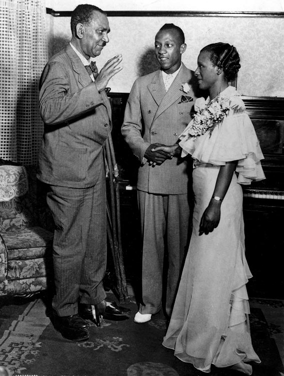 Owens and Minnie Ruth Solomon take their marriage vows in Cleveland on July 5, 1935.