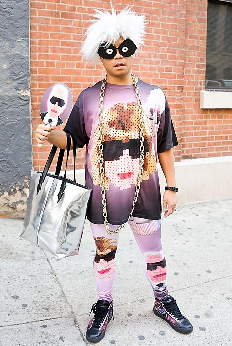 In other Opera news, the Director of Creative Services at the New York City Opera sported the latest in casual 3point Pop business attire outside a Jeremy Scott fashion show in New York City.