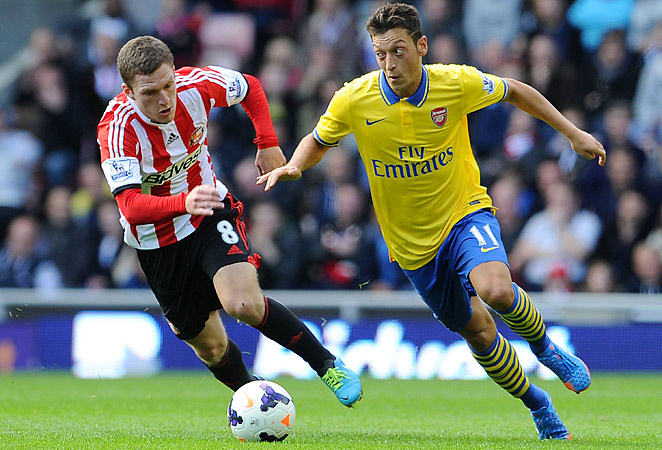 Mesut Özil notched his first assist in an Arsenal shirt in a 3-1 win over Sunderland on Saturday.