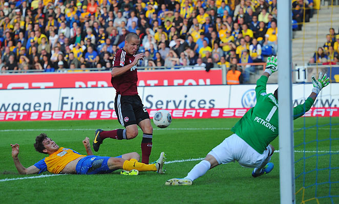 Adam Hlousek scored off a Timmy Chandler cross in a 1-1 draw with Eintracht Braunschweig.