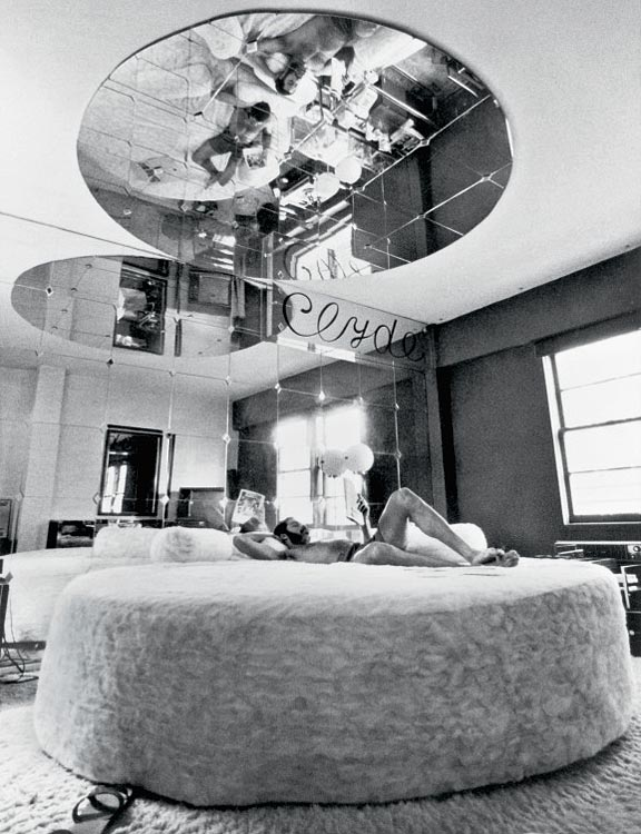 Knicks point guard Walt Frazier shows us his love nest, complete with circular bed and mirrored ceilings, during a 1971 SI photo shoot in his Manhattan apartment.