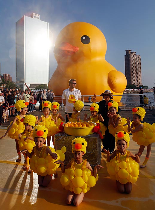 The good folks at Glory Pier in Kaohsiung, Taiwan, are feelin' just ducky as Dutch conceptual artist Florentijin Hofman's grand creation makes a stop on its world tour.