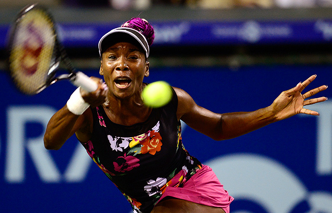 Venus Williams will face Petra Kvitova in the semifinals of the Pan Pacific Open in Tokyo.