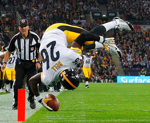 Pittsburgh Steelers running back Le'Veon Bell tumbles into the end zone for his first NFL score.