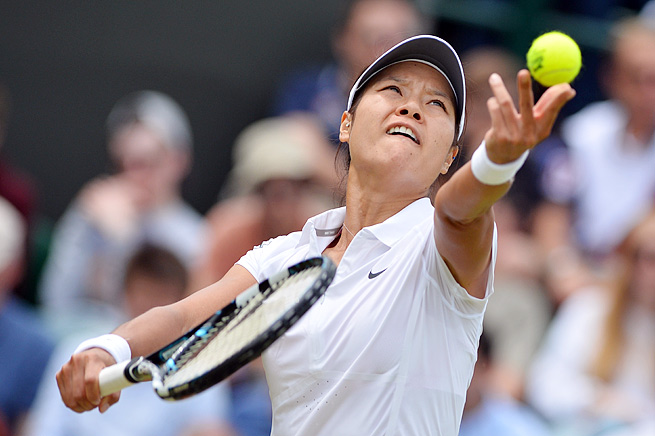 Li Na paid the price for not challenging a call on set point in her loss at the Wimbledon quarterfinals.