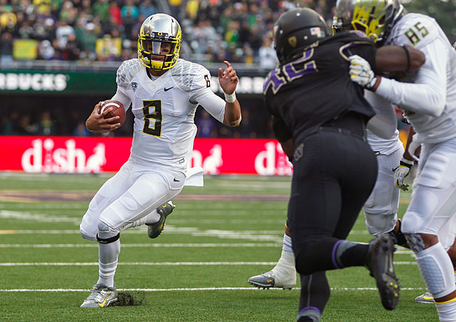 Marcus Mariota accounted for 454 yards of total offense in Oregon's win over Washington on Saturday.