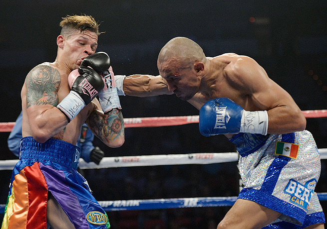 Orlando Salido (right) regained the 126-pound crown with his victory over Orlando Cruz.