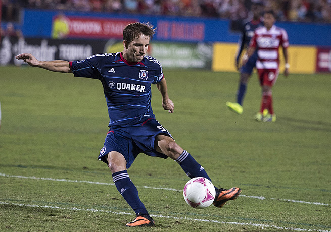 Mike Magee turned in a goal in the 42nd minute to help Chicago keep pace in the MLS playoff race.