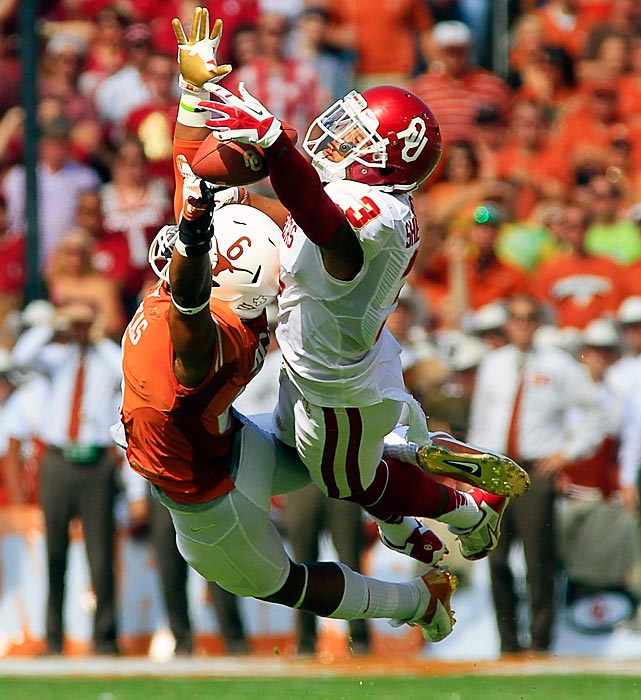 Texas cornerback Quandre Diggs breaks up a pass intended for Oklahoma wide receiver Sterling Shepard.