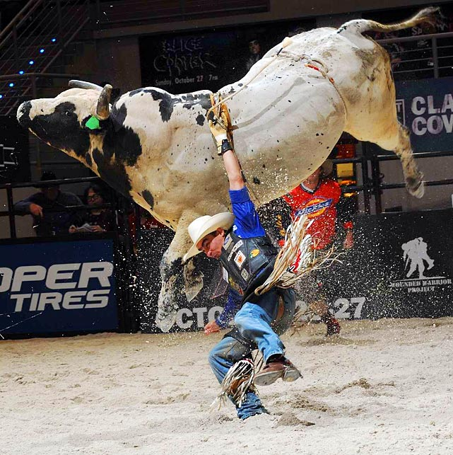 Former PBR World Champion Renato Nunes has trouble holding onto his ride, Arctic Blizzard, in the final competition of the PBR regular season. Nunes is ranked 23rd globally heading into the World Finals.