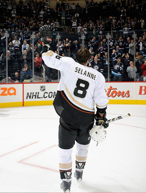 Selanne scored the most goals by a rookie in one season with 76 back in 1992-93 with the Winnipeg Jets. On Feb. 6, 1996, leading the Jets with 72 points, Selanne was traded to Anaheim. The following summer, the Jets franchise relocated to Phoenix and became the Coyotes. It took 15 years for the Winnipeg Jets to come back (formerly the Atlanta Thrashers), and two years after that for arguably the franchise's biggest star to return. The 43-year-old Ducks' forward was given a standing ovation by a sold out crowd both during and after the game, and although he did not register a point in the Ducks' 3-2 win, he was named first star of the game.