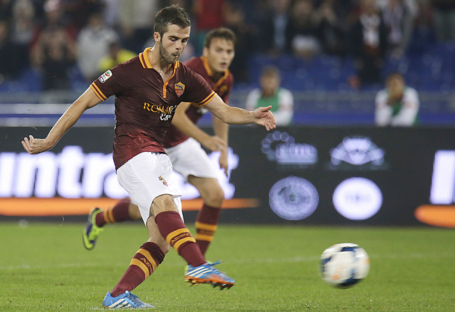 Miralem Pjanic's two goals against Napoli led Roma to its eighth consecutive victory.