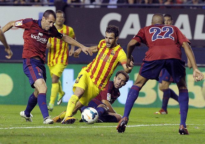 Cesc Fabregas (center) and Barcelona couldn't find an opening against a resilient Osasuna side.
