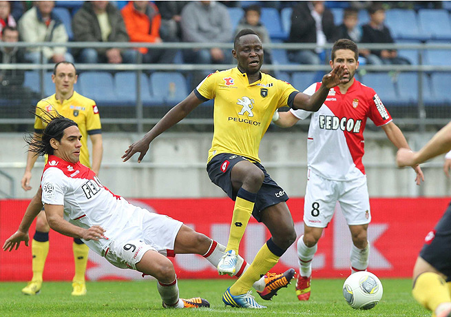 Joseph Loby (center) scored the crucial equalizing goal for Sochaux in the 69th minute.