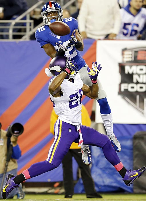 New York Giants wide receiver Rueben Randle snags a touchdown pass in front of Minnesota Vikings cornerback Chris Cook.