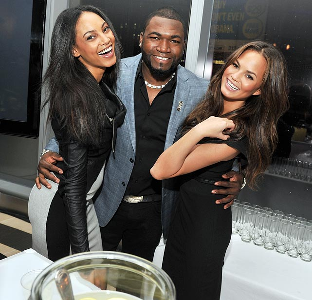 Ortiz poses with models Ariel Meredith and Chrissy Teigen at the 2011 <italics>Sports Illustrated</italics> Sportsman of the Year award presentation.