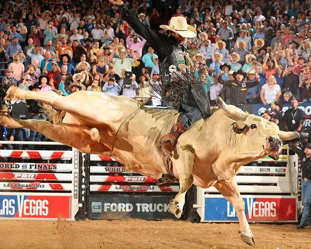 J.B. Mauney rides Wipeout on his way to putting up 93 points to seal his World Championship in the PBR World Finals Built Ford Tough series.