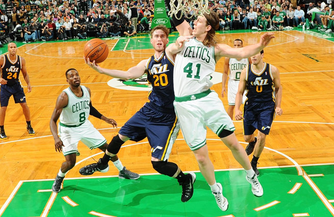 Gordon Hayward is averaging 19 points, 6.6 rebounds and 4.8 assists, but Utah is off to an 0-5 start.