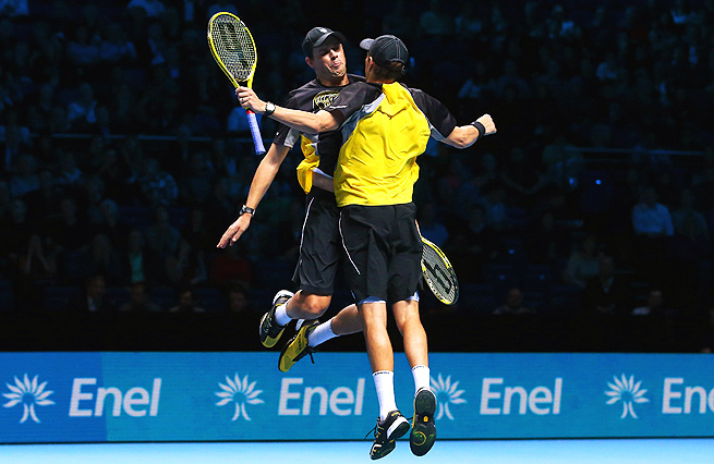 Bob and Mike Bryan got their ATP Finals campaign back on track after losing their first match.