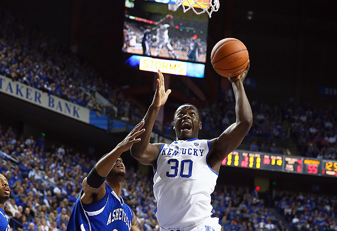 Julius Randle didn't disappoint in the Wildcats opener -- he had a double-double by halftime.