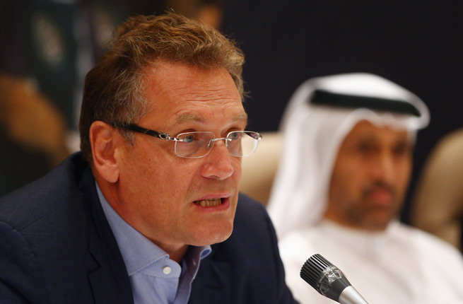 FIFA secretary general Jerome Valcke says that holding the 2022 World Cup in Qatar in April and May is not an option because of the high temperatures.