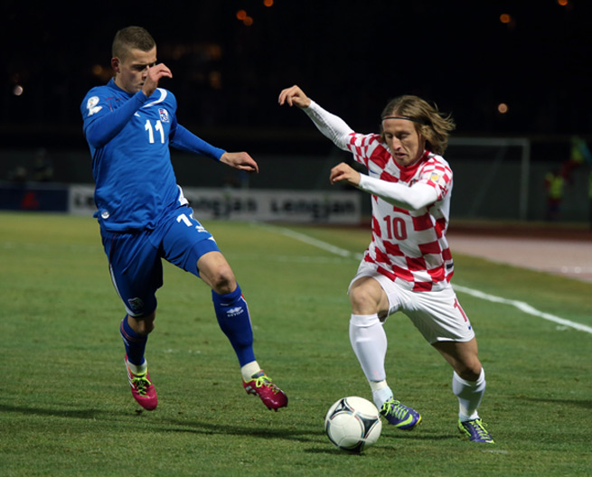 Croatia's Luka Modric tries to get by Iceland's Alfred Finnbogason in their 0-0 draw Friday.